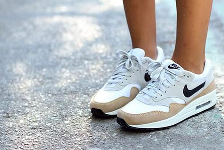 Outfit_with_sneakers-fashion_blog_Barcelona (3)