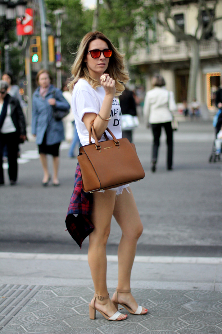 fashion_blogger_Barcelona-Monica_Sors-midi_hair-white_shorts-outfit-streetstyle_bcn (15)