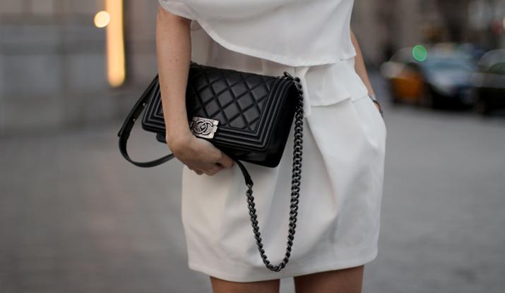 Boy_chanel_bag-black_and_white-look-blogger-barcelona-monica_sors (12)