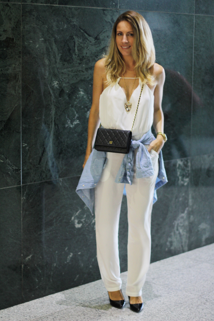 Chanel_wallet_on_chain-white_jumpsuit_blogger (1)