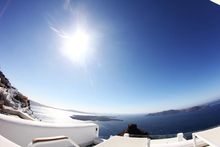 Santorini_Airbnb-Honeymoon_blogger (1)