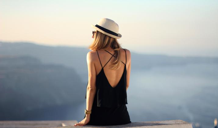 Santorini_Airbnb-Honeymoon_blogger (10)