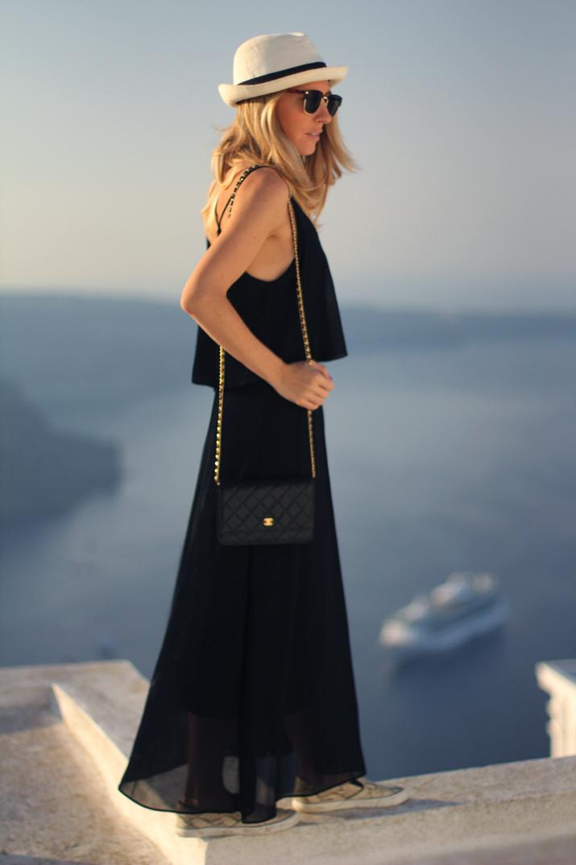 Santorini_Airbnb-Honeymoon_blogger (11)
