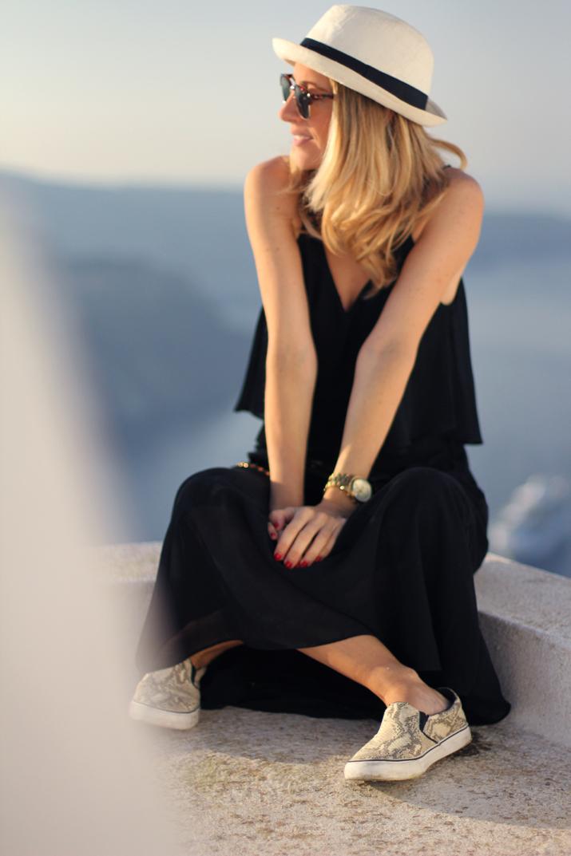 Santorini_Airbnb-Honeymoon_blogger (12)