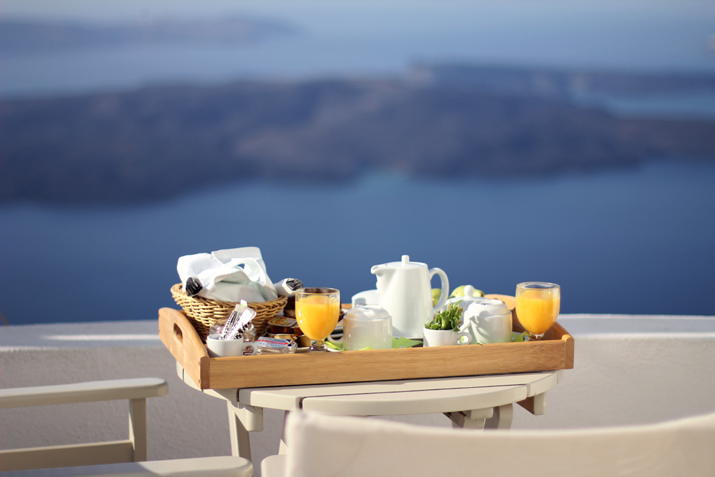 Santorini_Airbnb-Honeymoon_blogger (20)