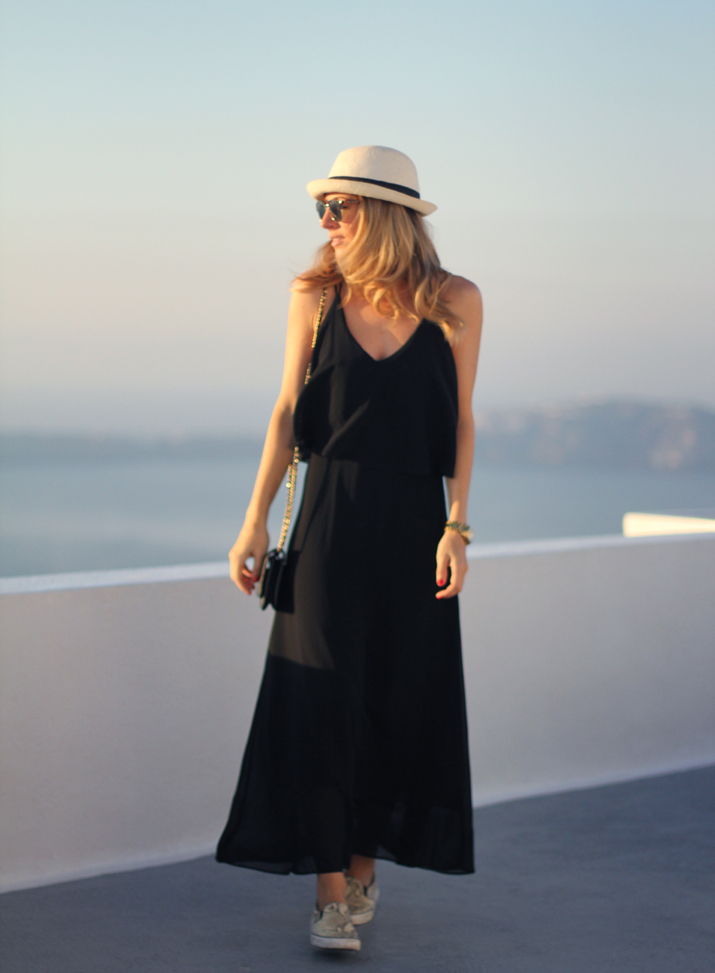Santorini_Airbnb-Honeymoon_blogger (7)