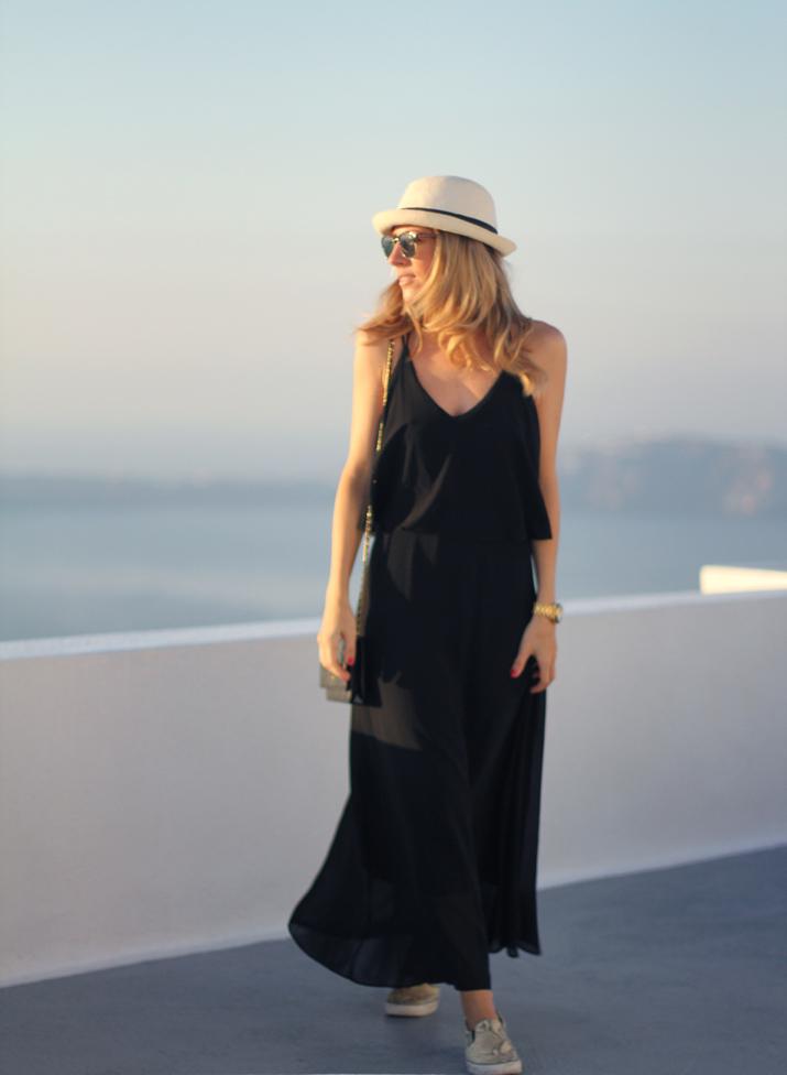 Santorini_Airbnb-Honeymoon_blogger (8)