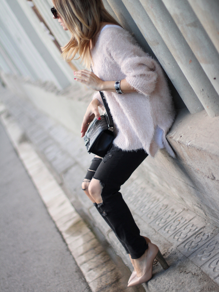 Chanel_Boy-and-ripped_jeans-blogger-Monica_Sors (12)