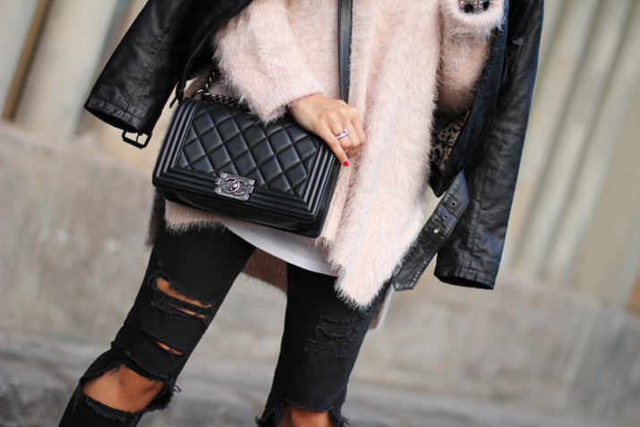 Chanel_Boy-and-ripped_jeans-blogger-Monica_Sors (19)