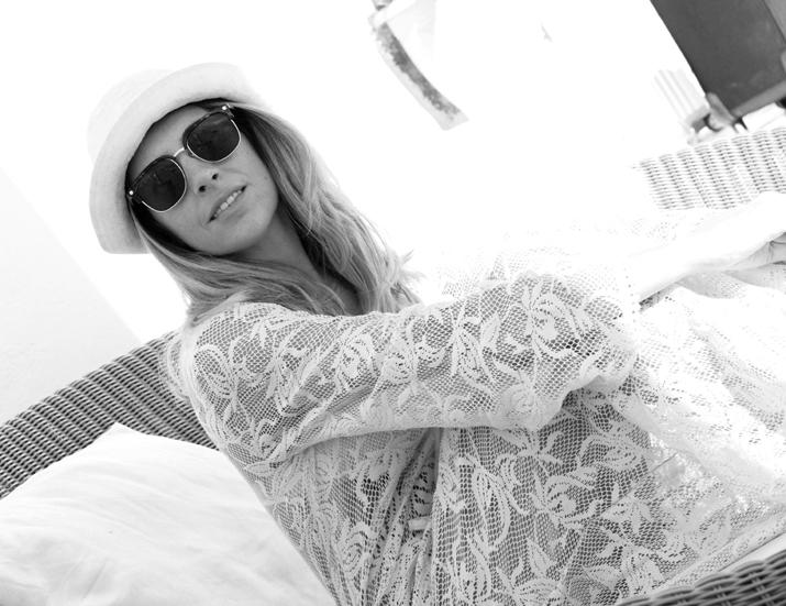 Monica_Sors-Santorini_Honeymoon