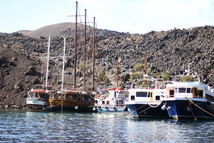 Traditional_greek_boat-oia-santorini (10)