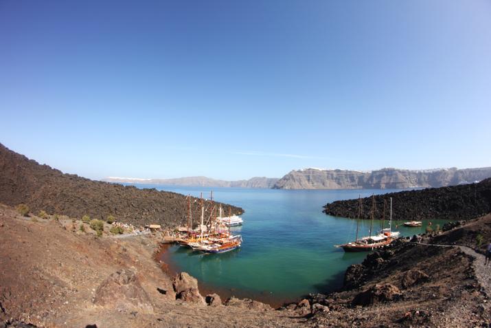 Traditional_greek_boat-oia-santorini (11)