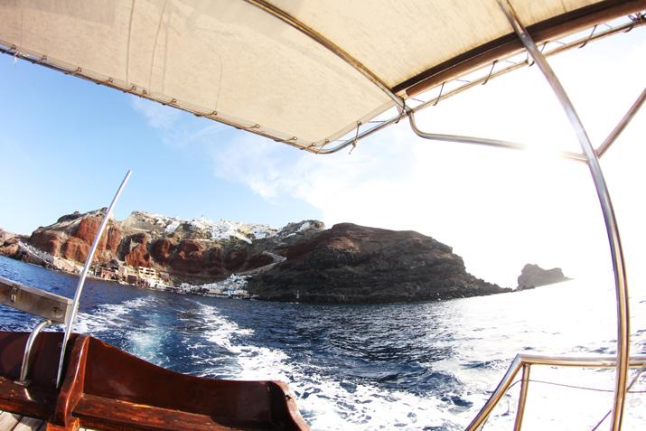 Traditional_greek_boat-oia-santorini (3)