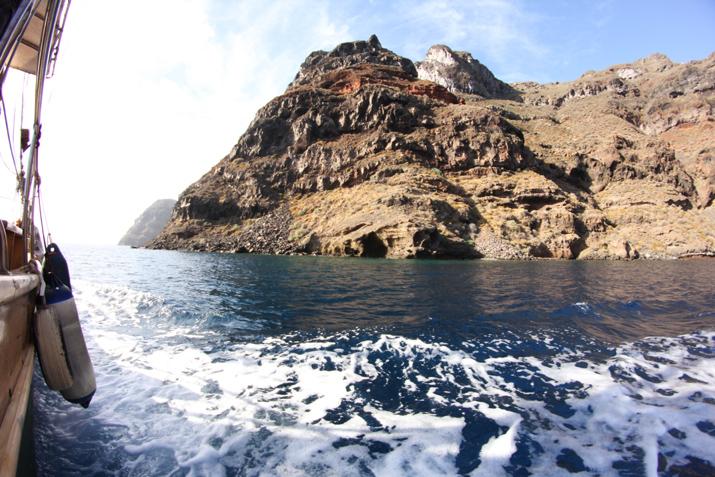 Traditional_greek_boat-oia-santorini (5)