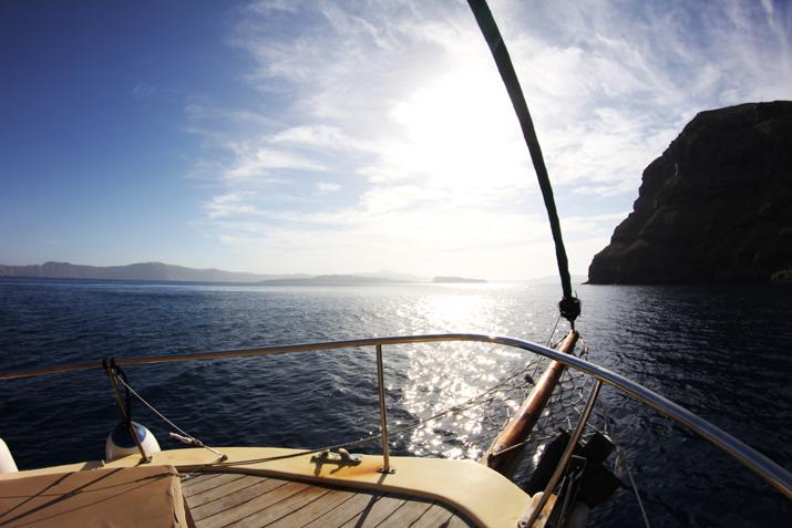 Traditional_greek_boat-oia-santorini (6)