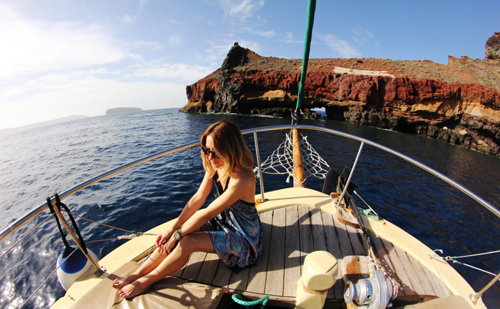 Traditional_greek_boat-oia-santorini (8)