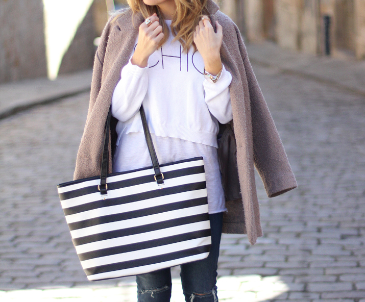 Navy-bag-blogger