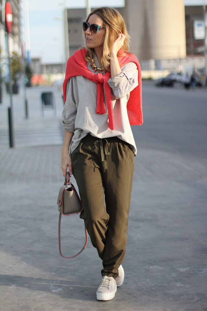 coral-sweater-outfit-blogger (8)