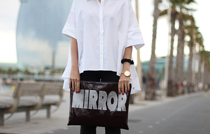 blogger with oversize white shirt