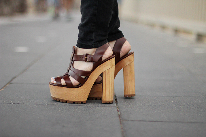 wood-wedge-shoes-blogger