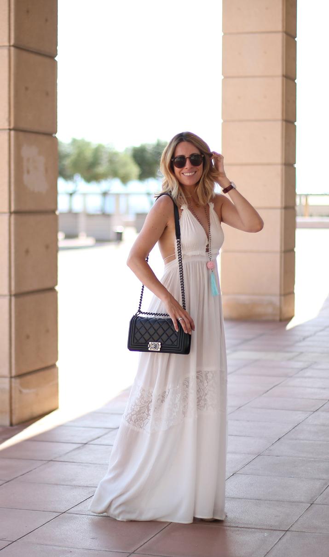 white-dress-blogger (1)