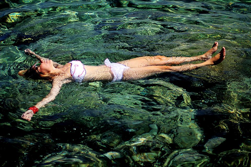 Monica-x-Peroni-Como-un-Pez-en-el-Agua (10)