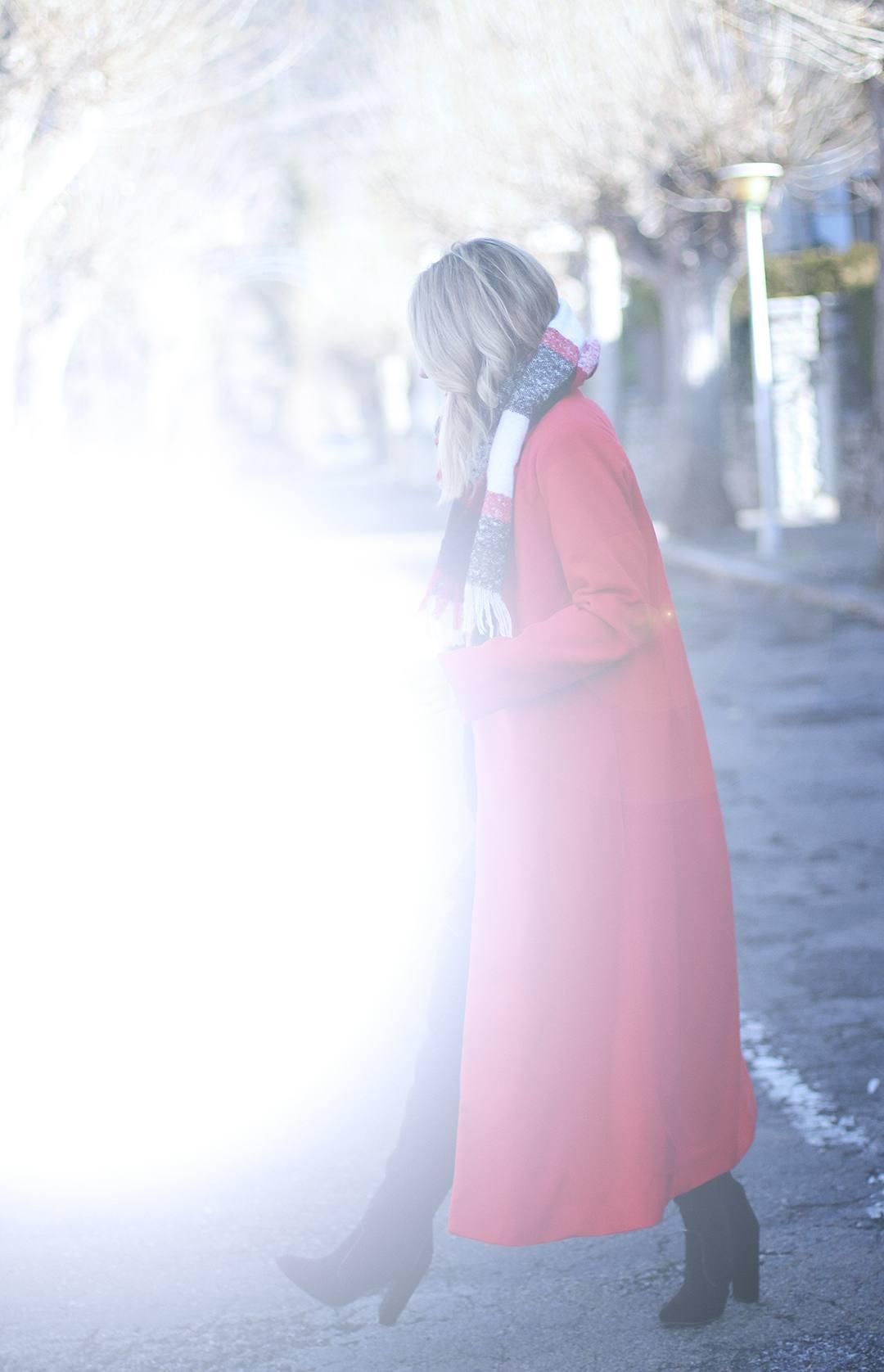 Maxi-red-coat-blogger