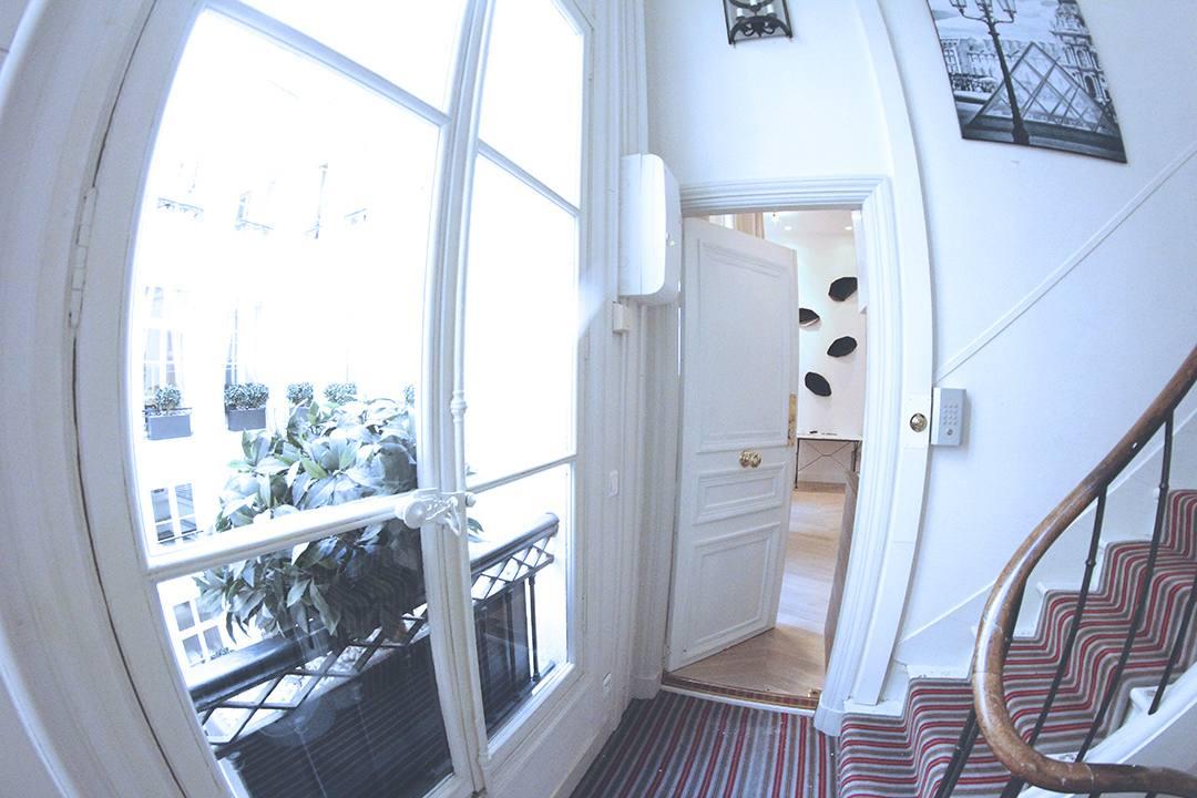 Habitat-Parisien-Place-Vendome-Fashion-Blogger-paris-fashion-week-Monica-Sors-Mes-Voyages-a-Paris