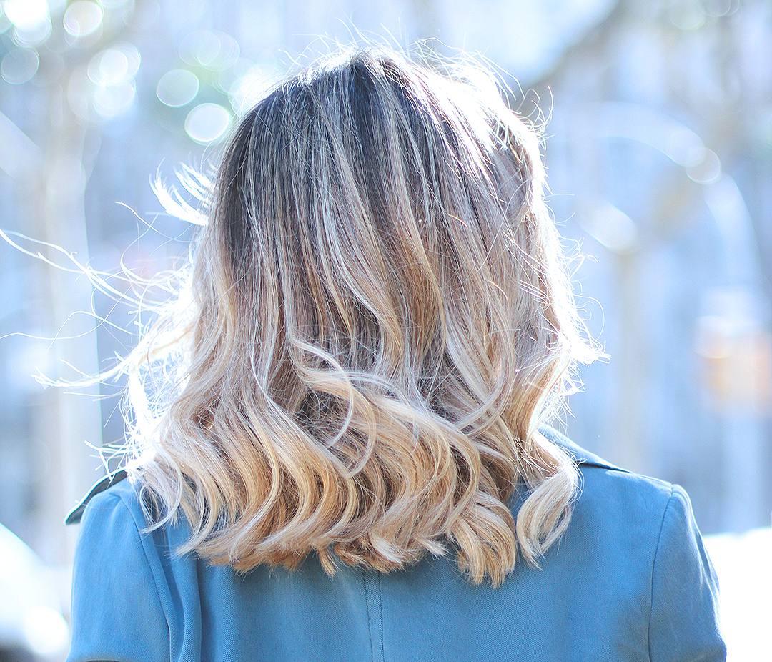 Anara-by-Ana-Lerida-wavy-blonde-hair-blogger