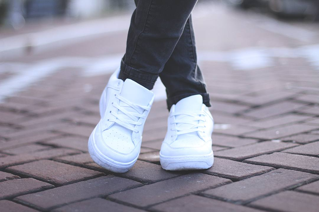 just-fab-sneakers-outfit-streetyle