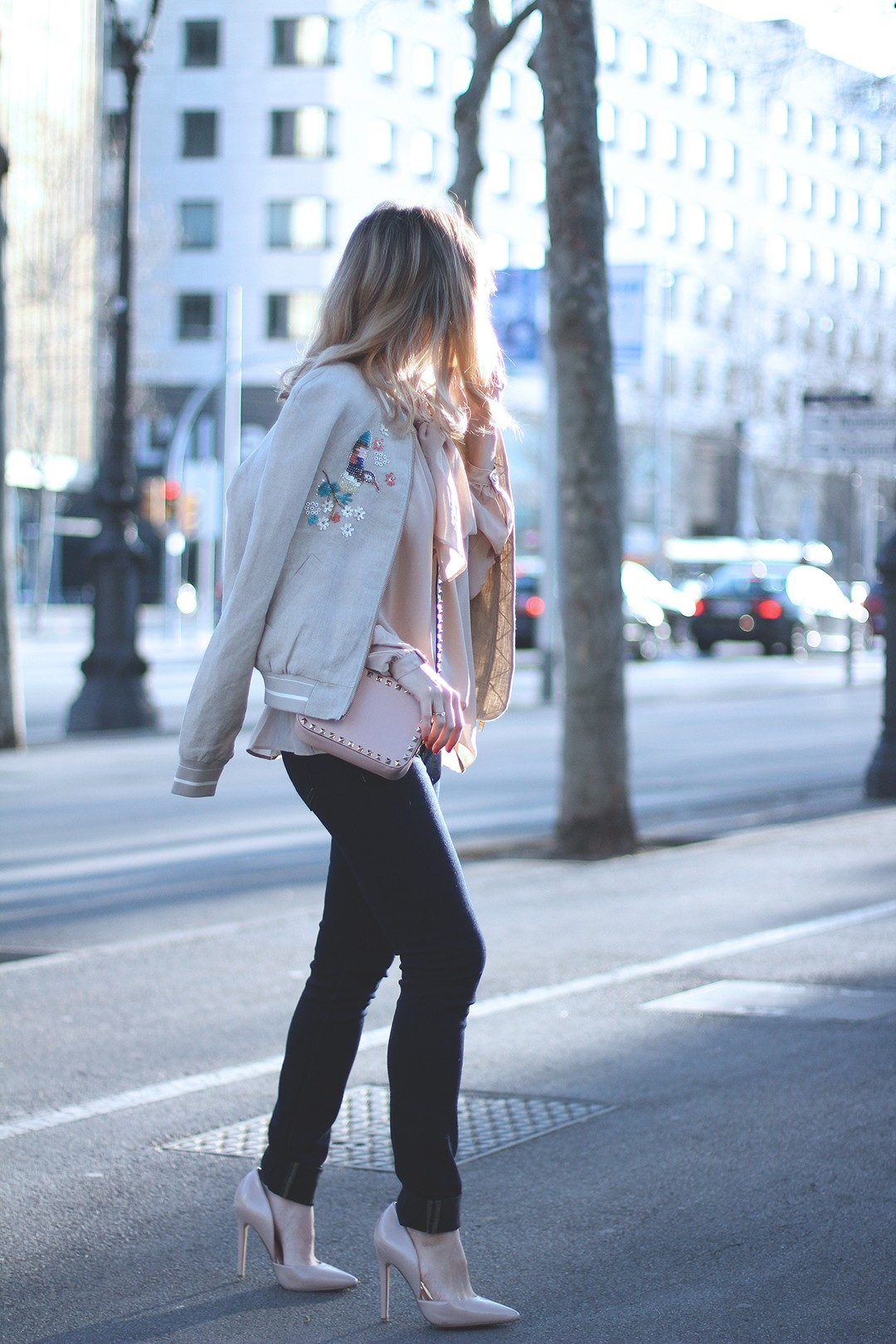 Bomber-and-jeans-outfit-fashion-blogger
