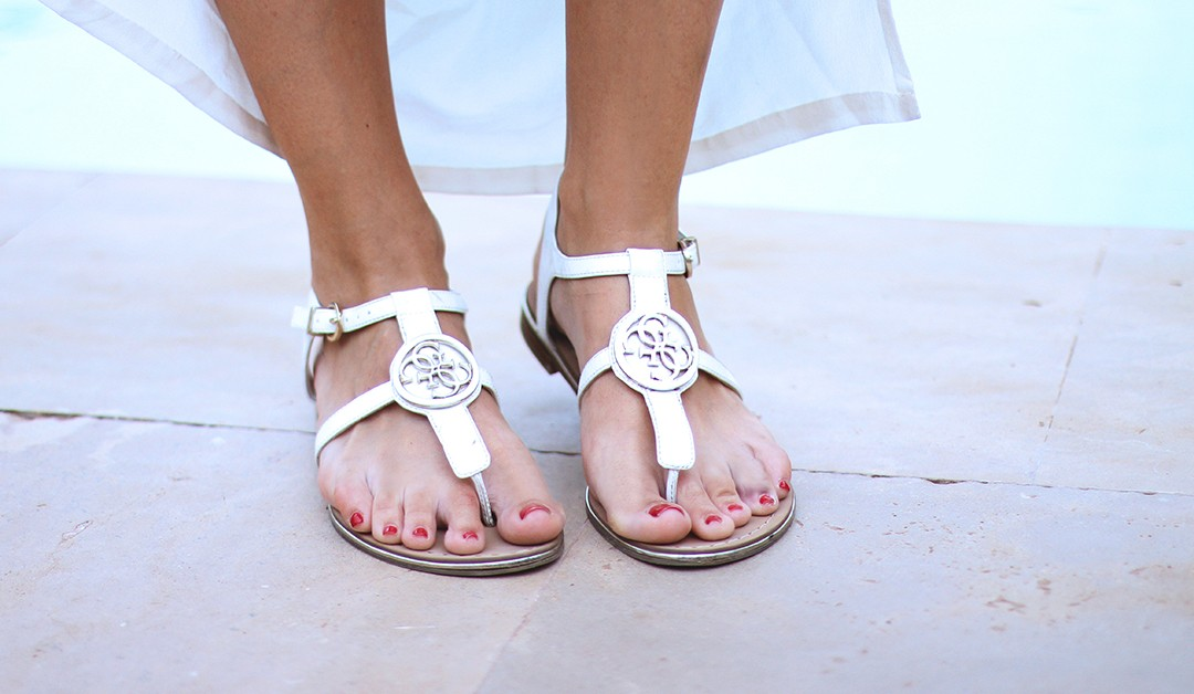 Guess-Sandals-blogger-Monica-Sors