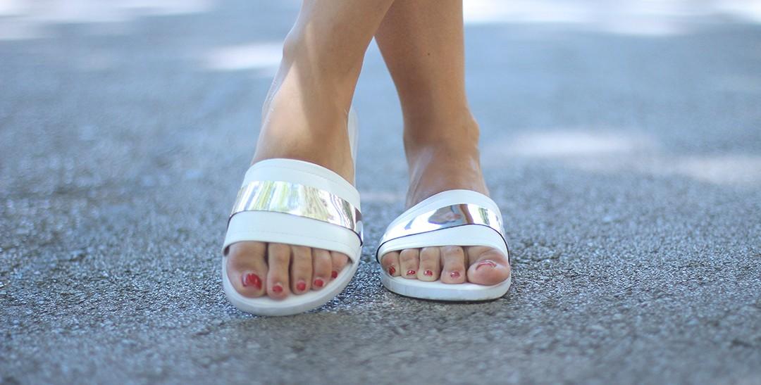 white-sandals-blogger-3456