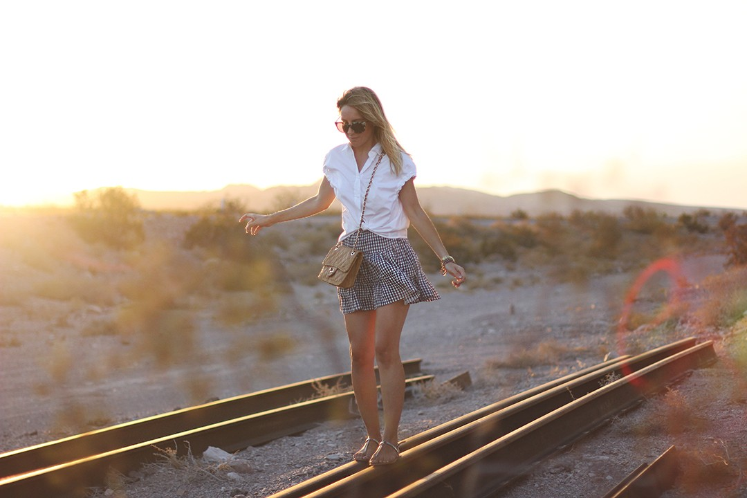 fashion-blogger-train-tracks-shooting