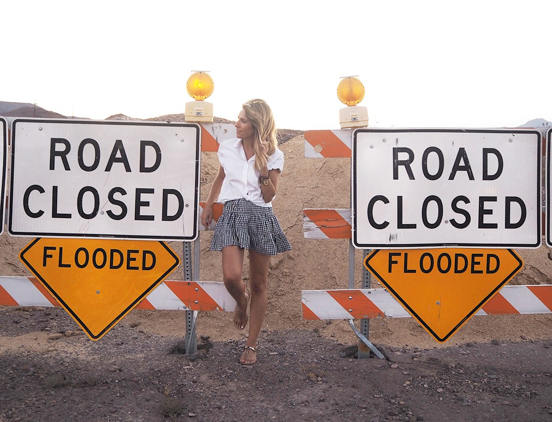road-closed-sign-usa-copia