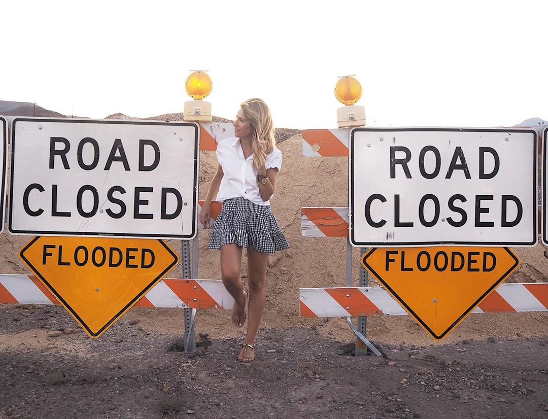 road-closed-sign-usa-copia