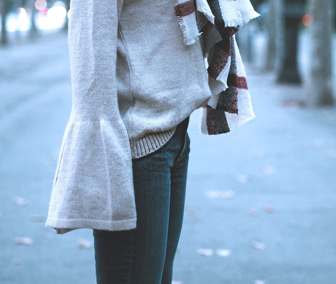 bell-sleeves-jumper-blogger-2