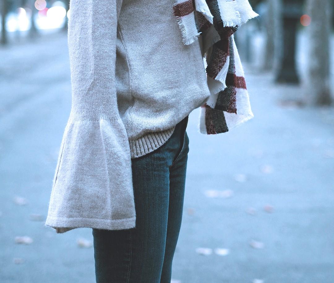bell-sleeves-jumper-blogger-2