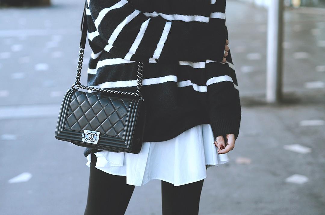 boy-chanel-bag-fashion-blogger-navy-jumper-autumn-2016