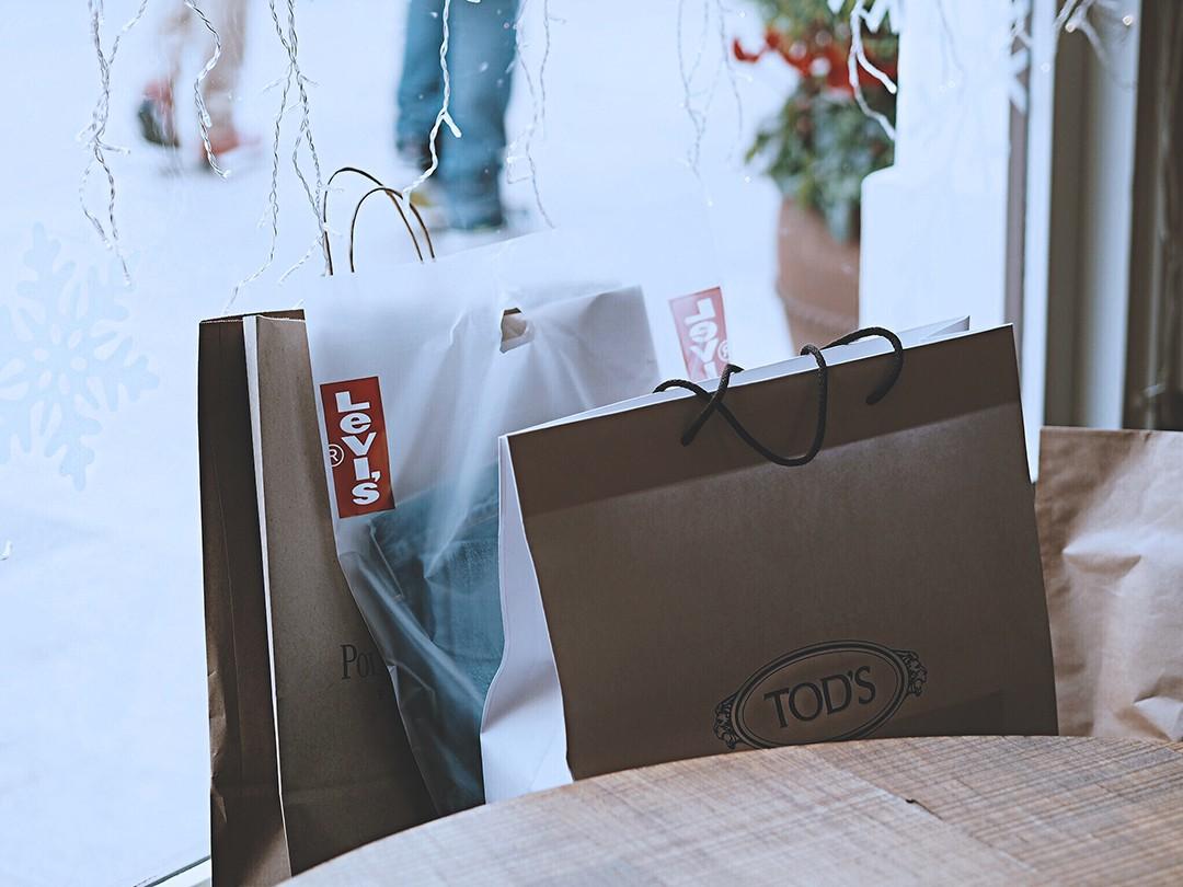 la-roca-village-shopping-day-couple-fashion-blog-barcelona-2017img_5175