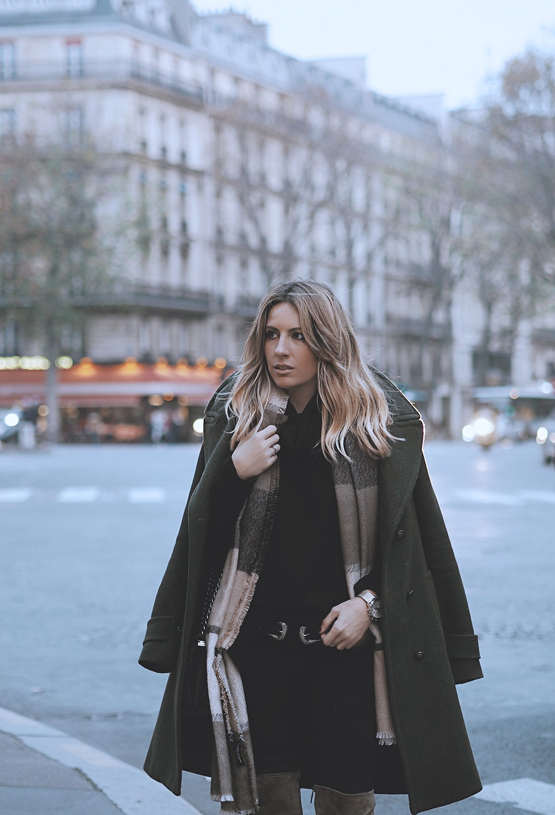 outfit-with-jeans-fashion-blogger-2017-otk-boots-paris-streetstyle