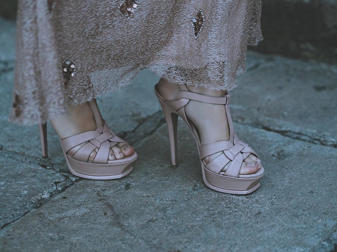 Rosa-Clara-Cocktail-2017-fashion-blogger-Monica-Sors-Premis-Gaudi-2017-alfombra-roja-photocallIMG_6678
