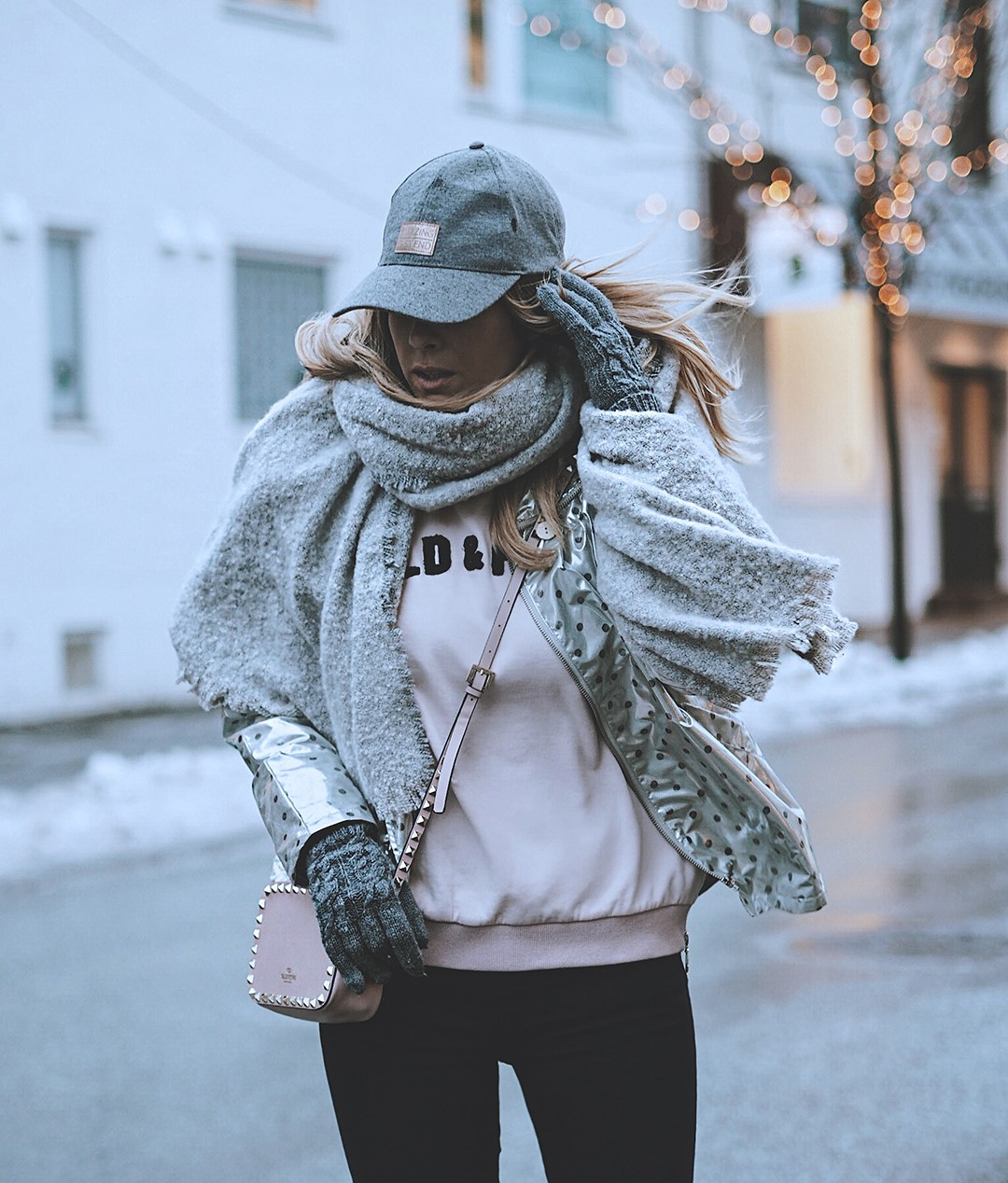 Silver-Jacket-fashion-blog-Winter-outfit-fashion-blogger-sneakers-jeans-2017IMG_6476