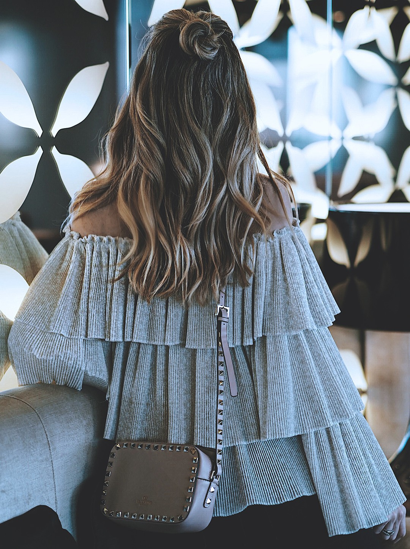 ruffle-top-fashion-blogger-wavy-hair-blondie