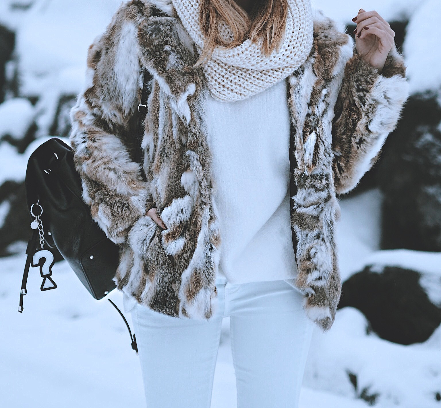 total-white-look-fashion-blogger-2017-travel-blog-winter-looks-norwayMonica-Sors-crucero-fiordos-noruegos-hurtigruten-2017-kong-haraldIMG_6408