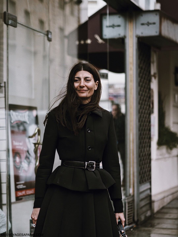 Giovanna-Battaglia-PFW-street-style-march-2017-rainy-day-outfit