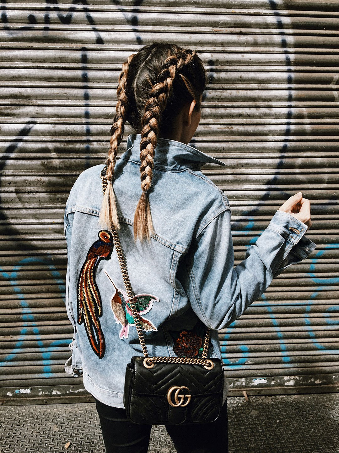 gucci-gg-marmont-leather-shoulder-bag-street-style-trends-2017-Monica-Sors