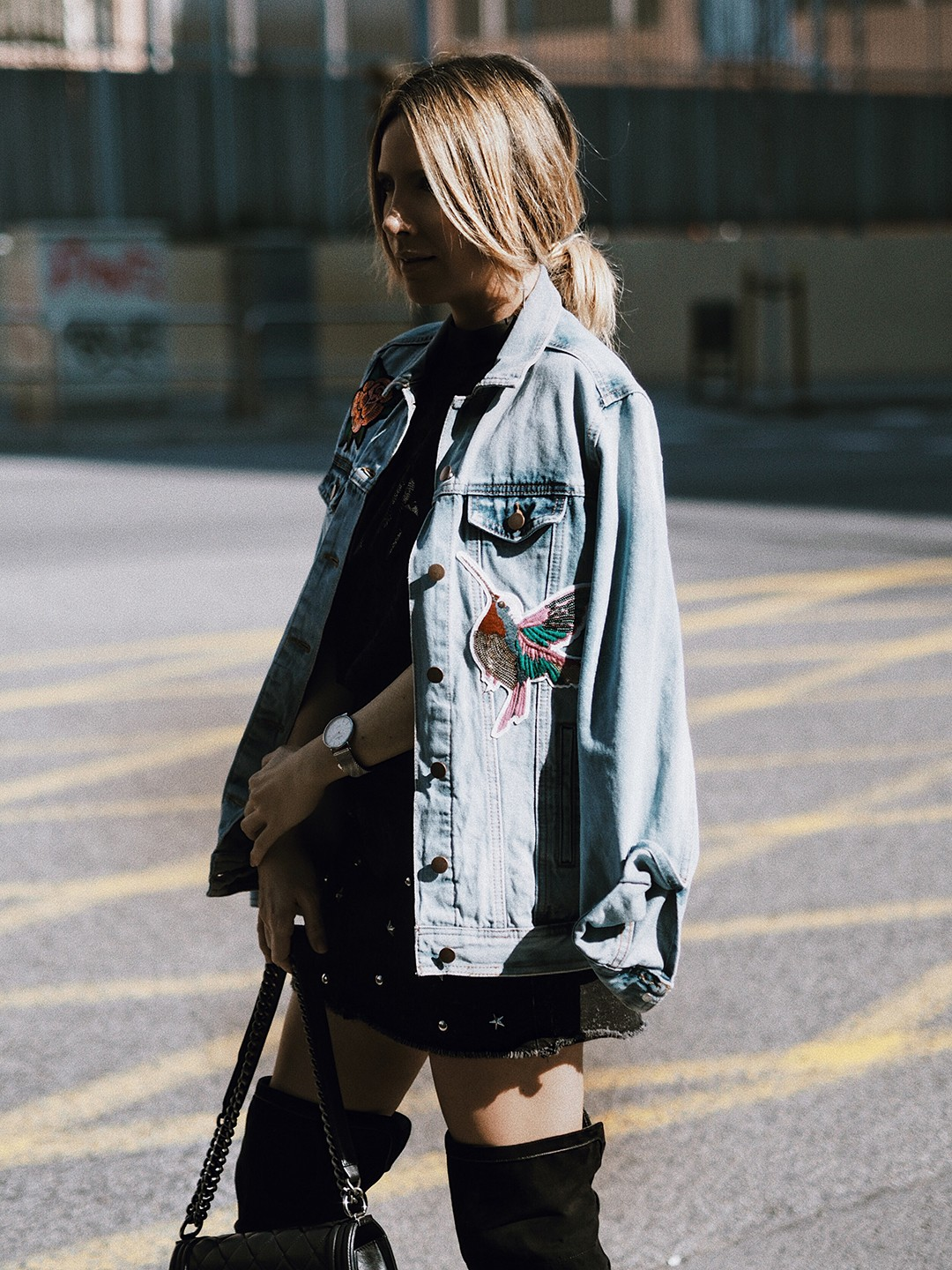 lace-top-embroidered-denim-jacket-street-style-2017-looks-fashion-blog-mes-voyages-a-paris-monica-sors