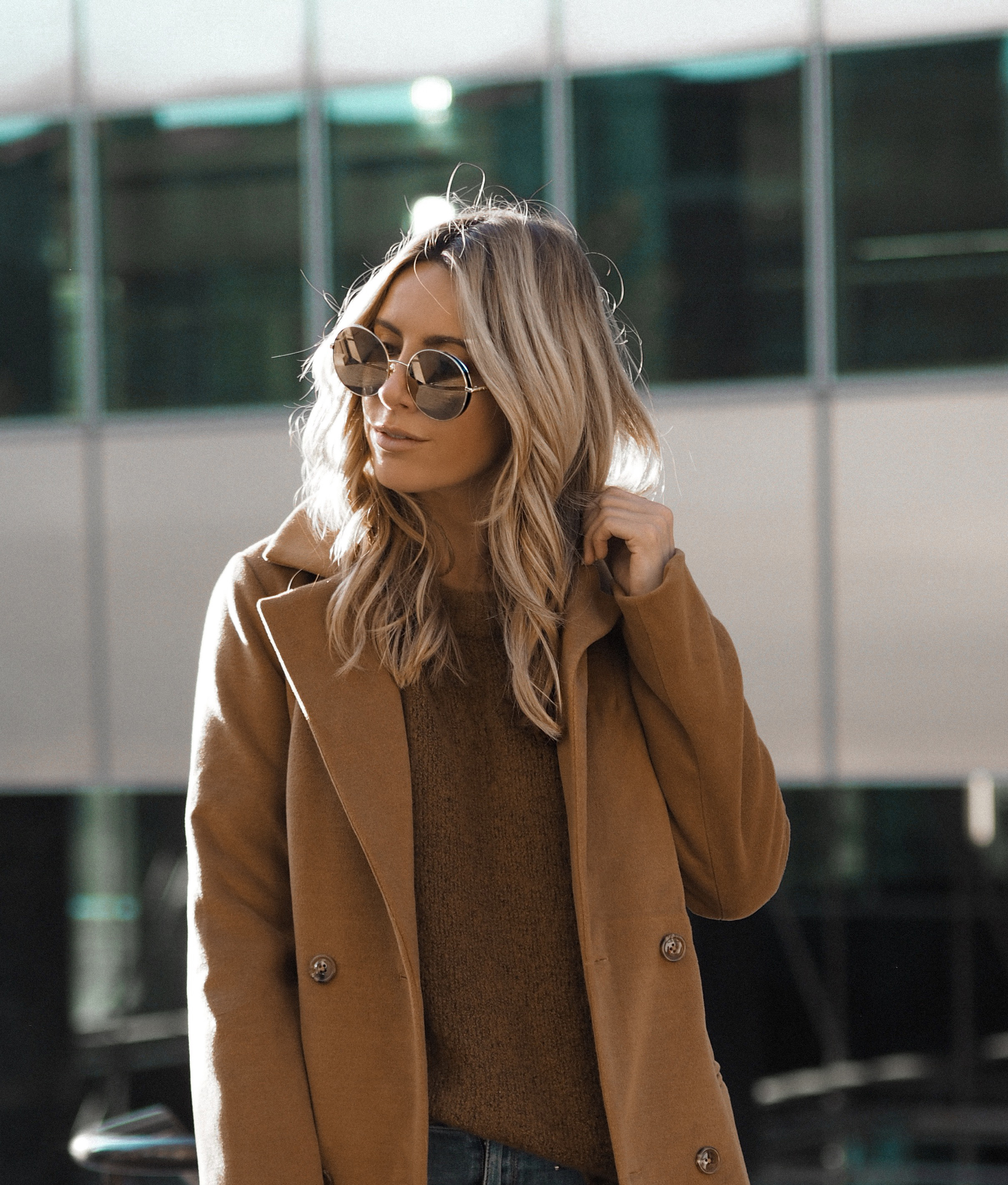 how to dress casual chic. Casual chic Los Angeles fashion blogger look by Monica Sors