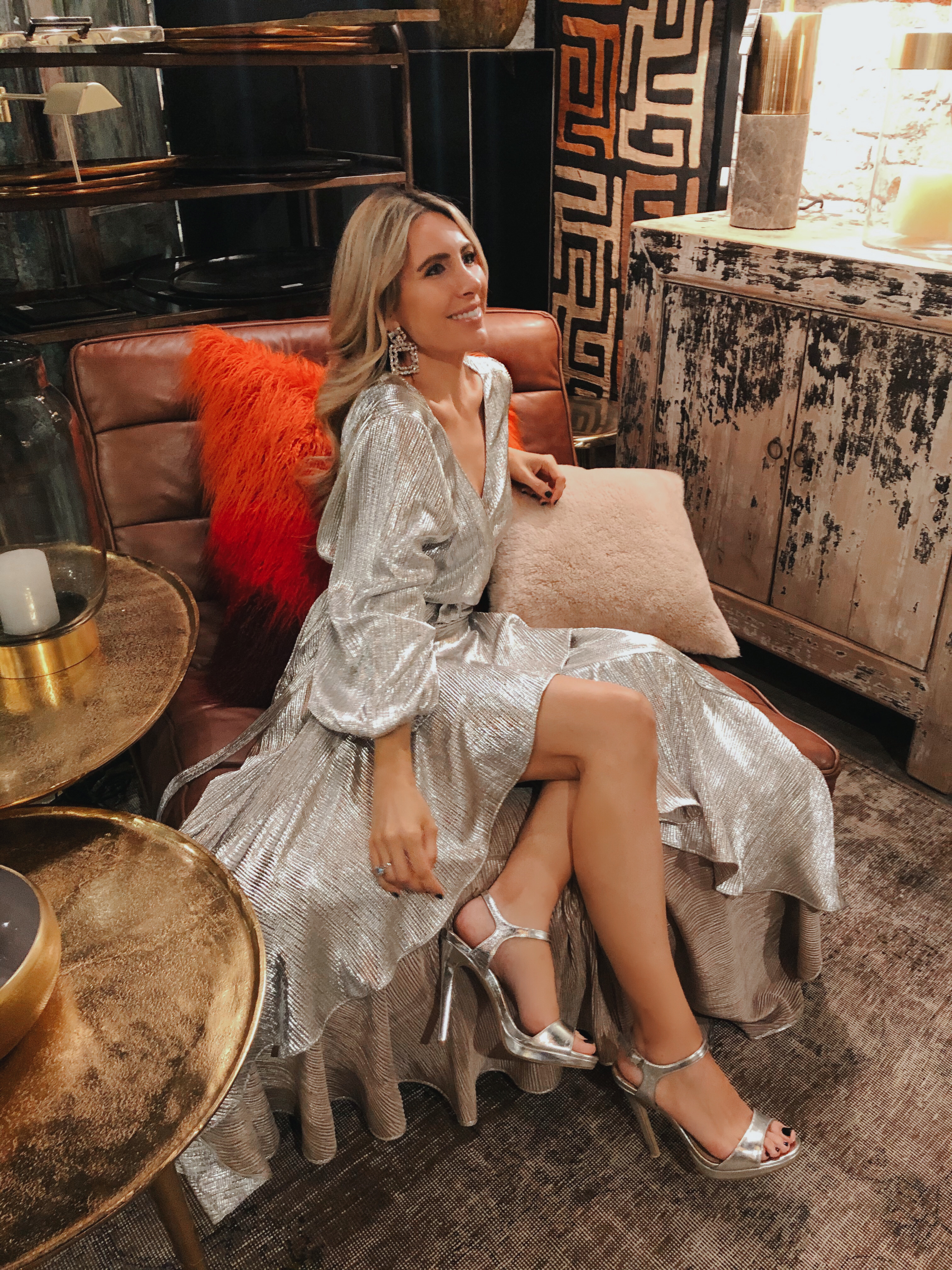 vestido-sofia-plateado-comprar-looks-influencer-2019
